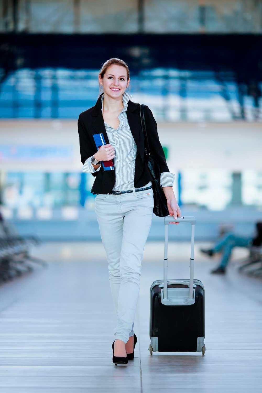 Licenciatura en Relaciones Comerciales Internacionales mujer viajando